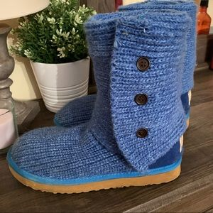Blue knit uggs